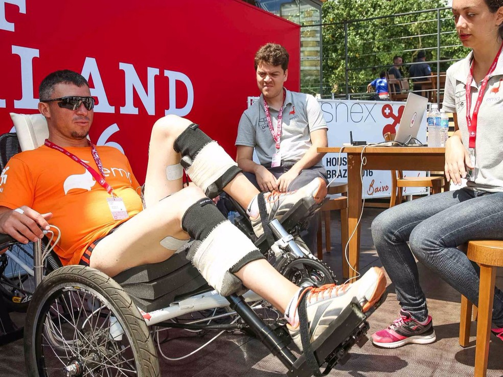 Equipe EMA Trike nas olimpíadas biônicas Cybathlon, em 2016, na Suíça.  — Foto: EMA Trike/Divulgação