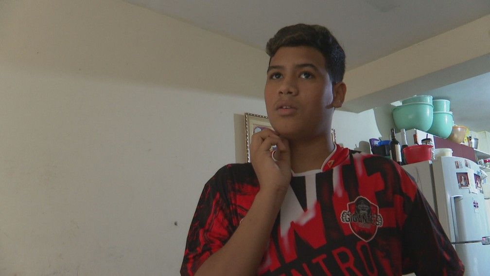Vitor tinha 5 anos quando se mudou para prédio abandonado no Centro de São Paulo. — Foto: Reprodução/TV Globo