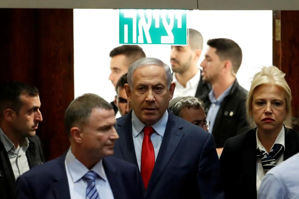 Benjamin Netanyahu, primeiro-ministro de Israel, chega a votação no Parlamento que decidiu pela convocação de novas eleições. — Foto: Ronen Zvulun/Reuters