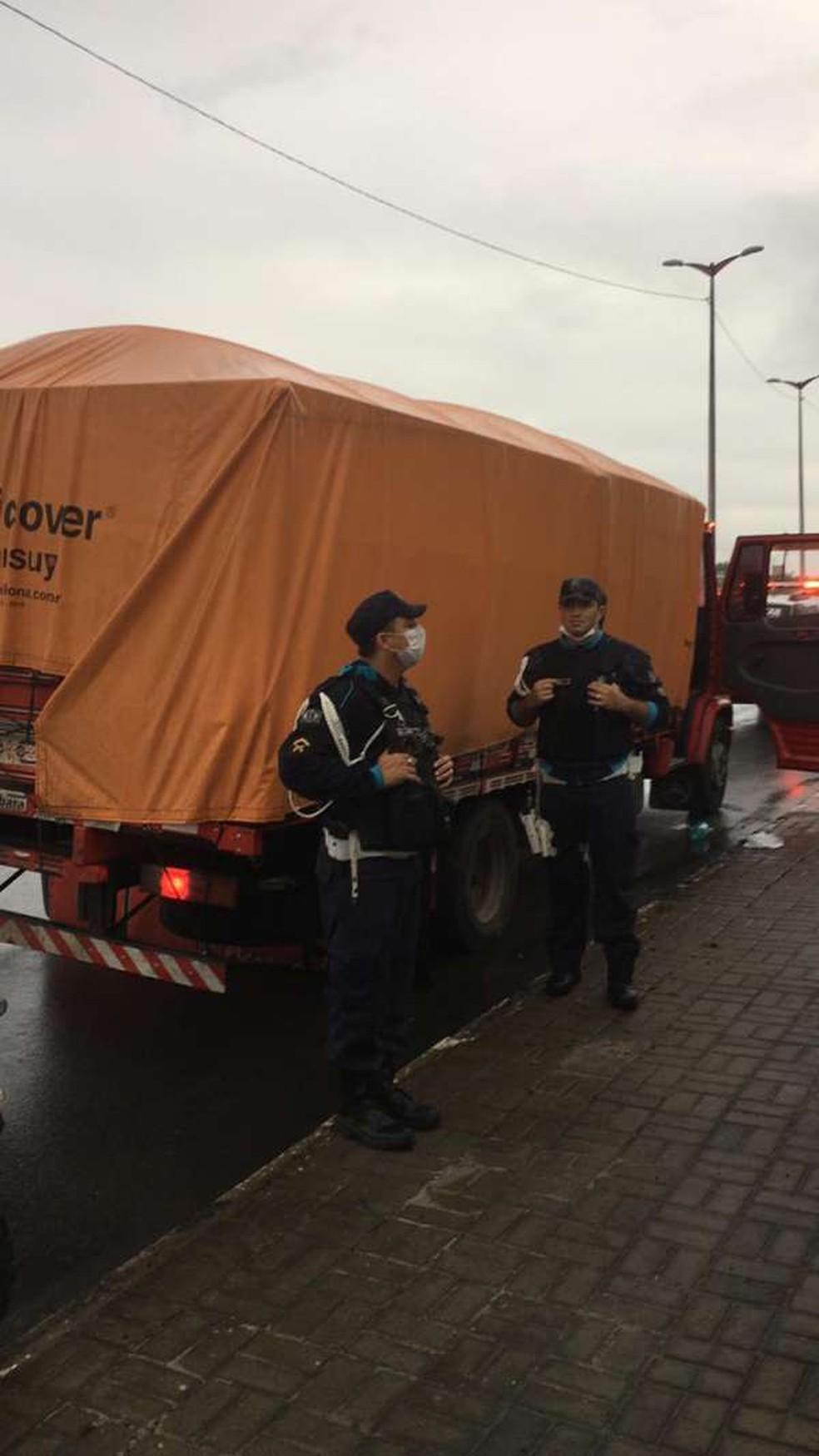 Todo o carregamento de alimentos foi recuperado em menos de três horas após o roubo, afirma a Secretaria da Segurança — Foto: SSPDS