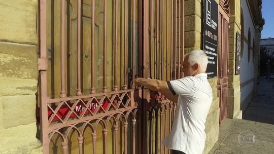 Governo do estado encerra exposição de arte para impedir performance