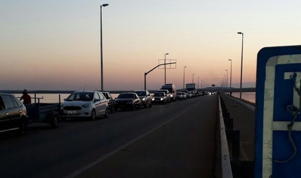 Acidente causou congestionamento na ponte (Foto: Divulgação)