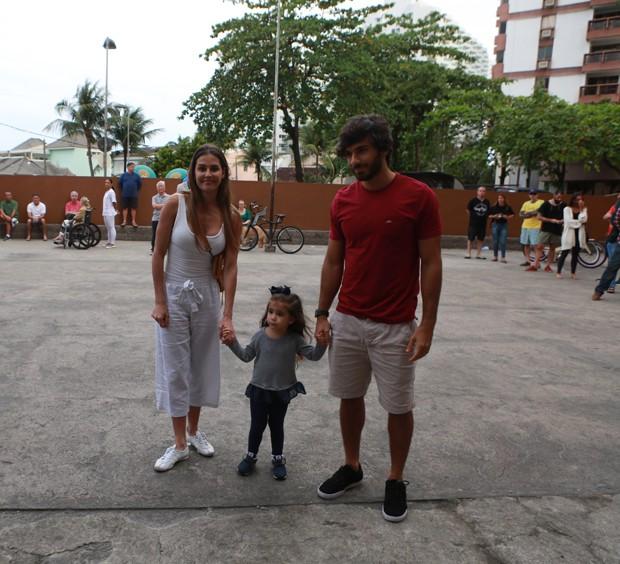 Deborah Secco e Hugo Moura com Maria Flor (Foto: Dilson Silva / AgNews)