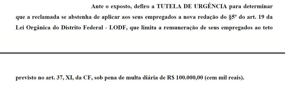 Trecho da decisão da Justiça que suspendeu teto salarial de R$ 30,4 mil para funcionários da Caesb (Foto: Reprodução)