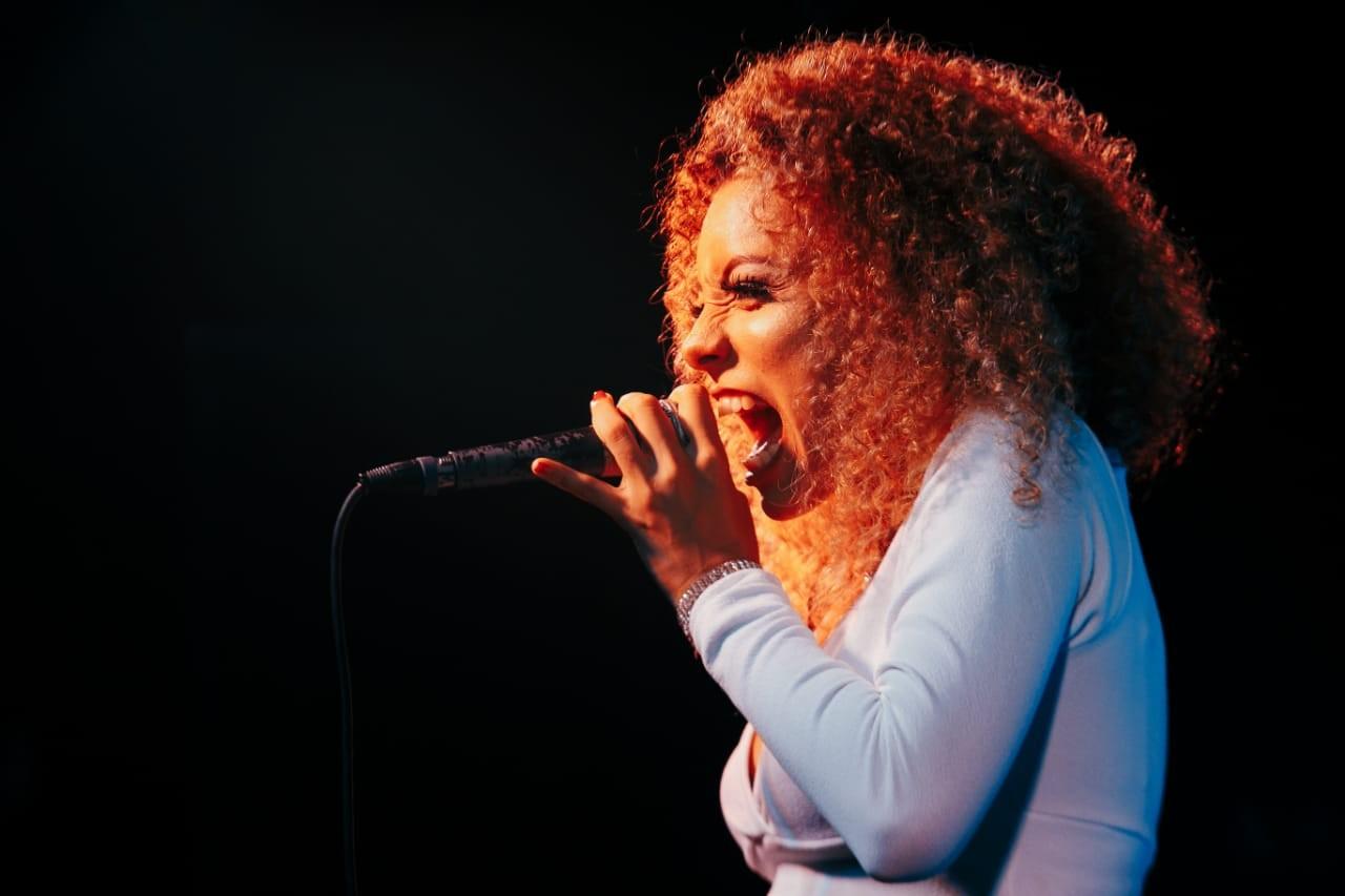 De Beth Carvalho a Cartola, Deize Pinheiro canta clássicos do samba em novo show no AP - Notícias - Plantão Diário