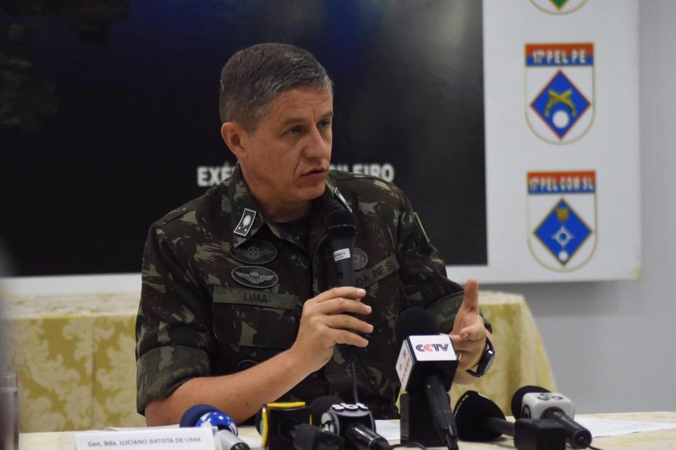 General Luciano Batista de Lima divulgou resultados dos 11 dias de Operação Verde Brasil.  — Foto: Armando Junior/Rede Amazônica