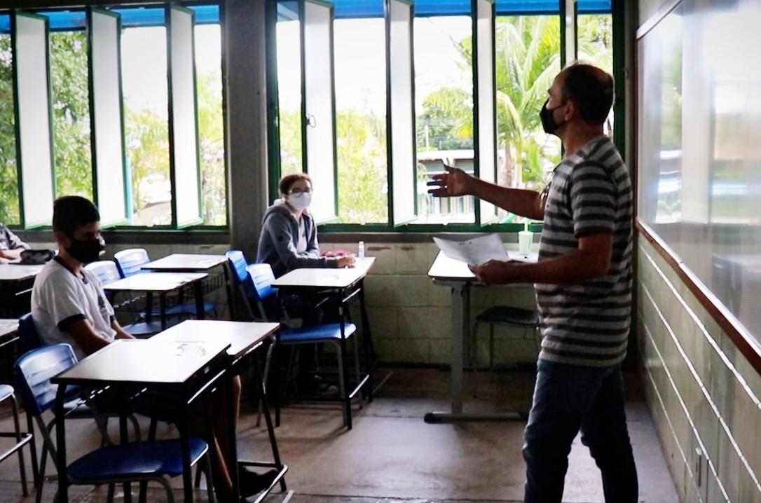 Pouso Alegre tem adesão de metade dos estudantes às aulas presenciais; secretaria esperava 70%