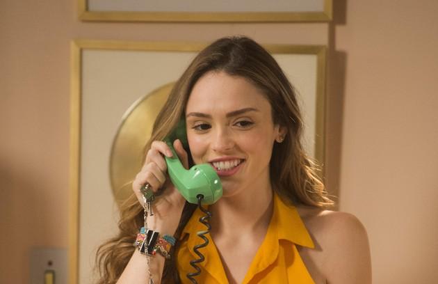 Manuzita (Isabelle Drummond) irá ao apartamento de João e flagrará Moana (Giovana Cordeiro) em sua cama (Foto: TV Globo)