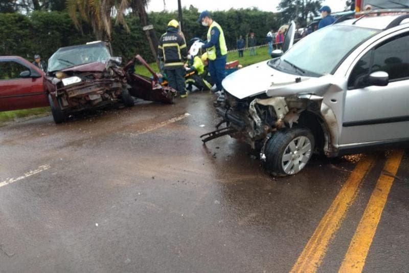 Mulher esfaqueada é encontrada morta após carro que a levava ao hospital se envolver em acidente em SC