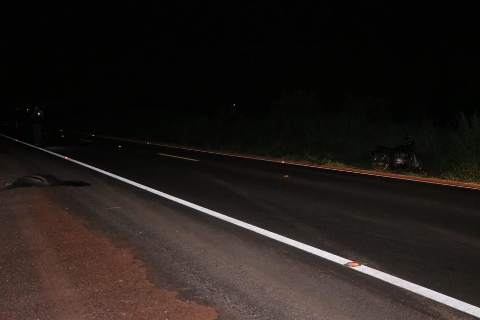 Um jovem morreu e um adolescente ficou ferido depois que eles atropelaram um tamanduá nesta terça-feira (4) em Rondonópolis — Foto: Messias Filho/Arquivo pessoal