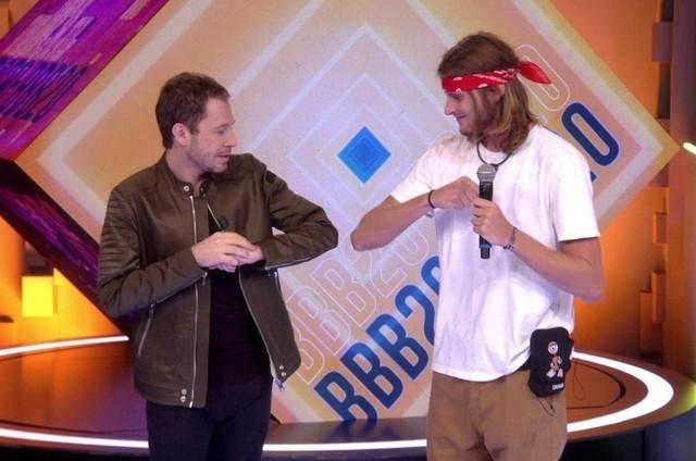 Eliminado, Daniel conversa com Tiago Leifert no 'BBB' (Foto: Reprodução)