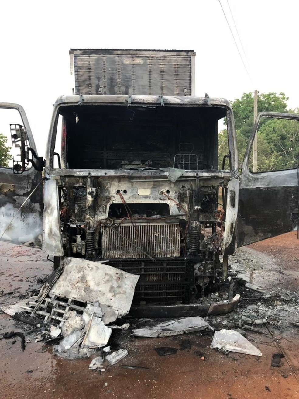 Fogo começou após uma pane elétrica  — Foto: PRF/Divulgação