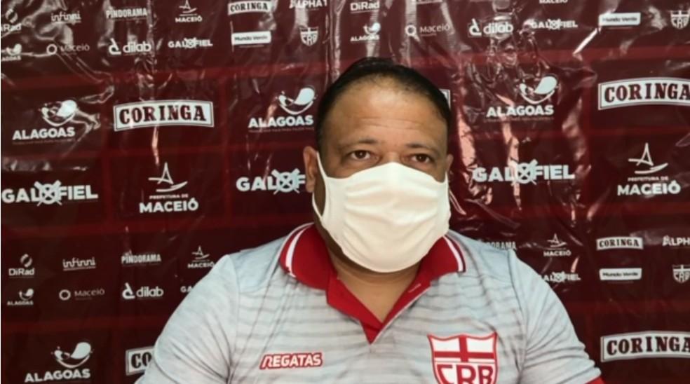 Fernando Alves foi o técnico do CRB no clássico — Foto: Raprodução ASCOM CRB