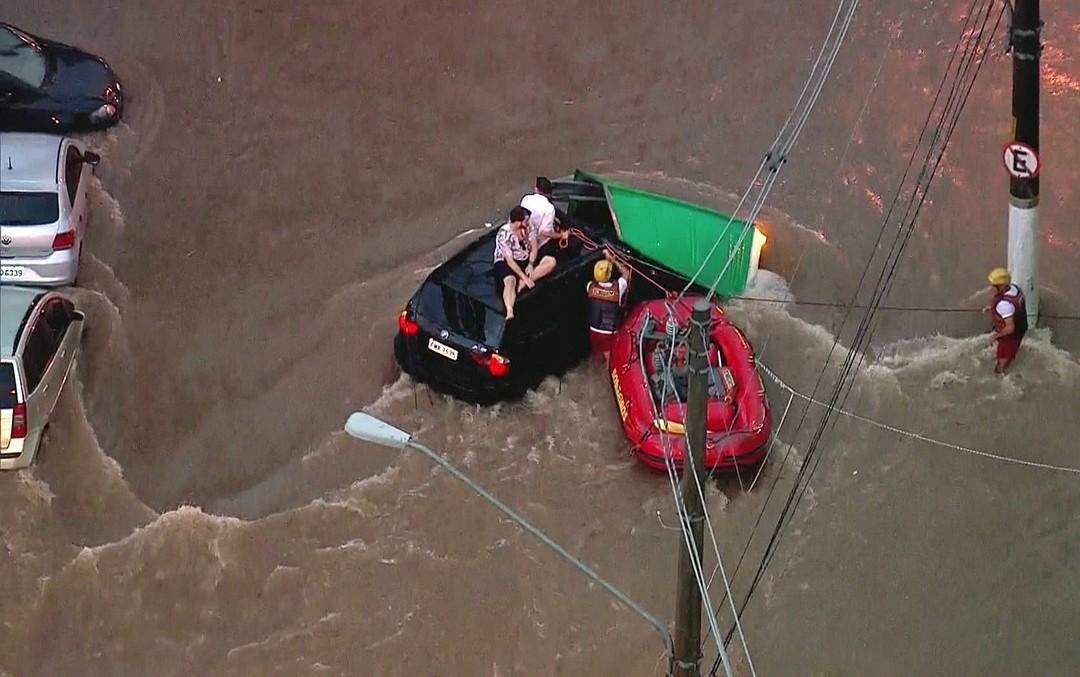 Chuva deixa cidade de SP em estado de atenção para alagamentos nesta sexta