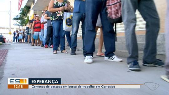 Desemprego faz longa fila se formar em frente à Agência do Trabalhador de Cariacica