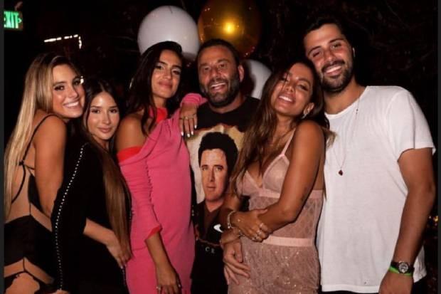 Anitta com amigos (Foto: Reprodução/Instagram)