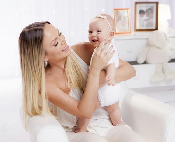 Eliana com a caçula Manuela, de 8 meses  (Foto: Divulgação)