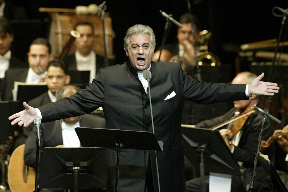 Plácido Domingo durante apresentação no Teatro Nacional de Santiago de los Caballeros, na República Dominicana, em janeiro de 2004 — Foto: AP Foto/Miguel Gómez/Arquivo