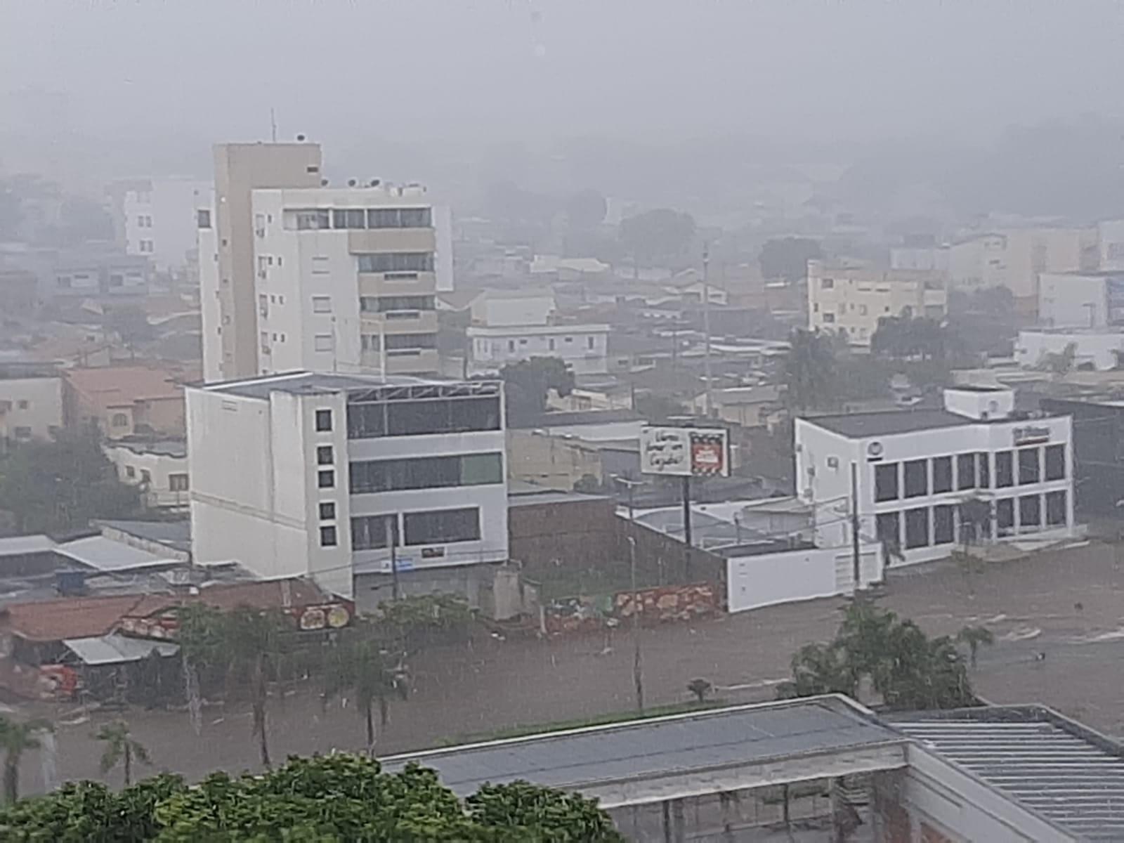 Engenheiros abordam soluções para a Avenida Rondon Pacheco durante chuvas em Uberlândia