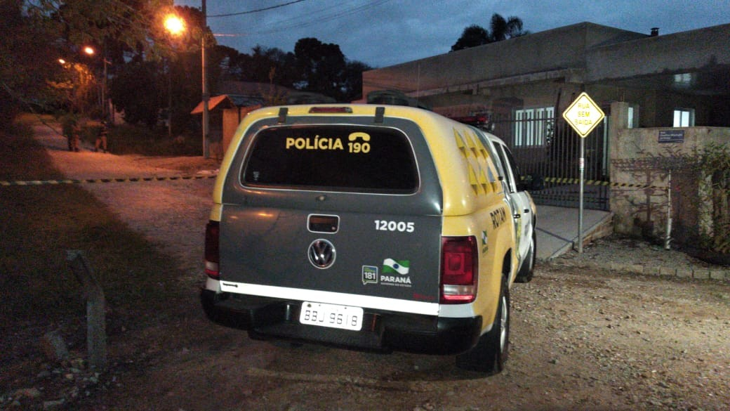 Suspeito de tentativa de roubo morre após ser baleado por policiais em Piraquara, diz PM - Notícias - Plantão Diário