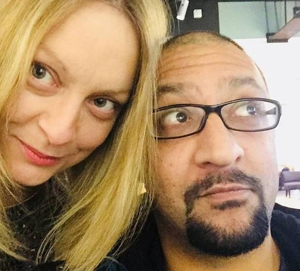Kelly Jobanputra e o marido (Foto: Reprodução/Instagram)