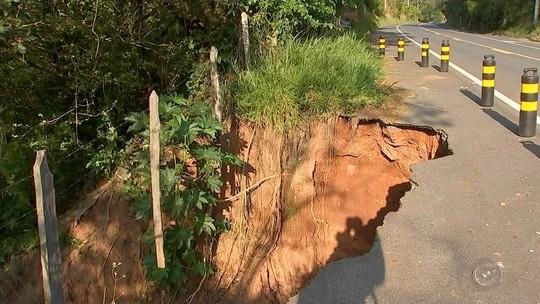 Cratera 'invade' rodovia e preocupa motoristas no interior de São Paulo