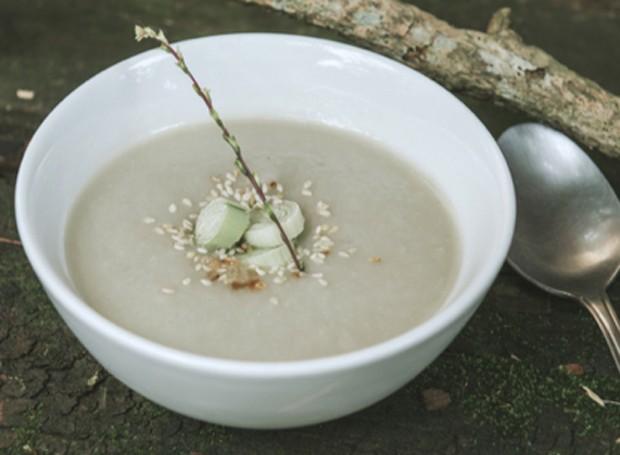 Sopa detox de alho poró e inhame (Foto: Divulgação)