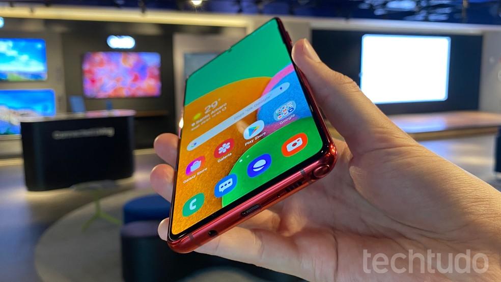 S Pen: caneta stylus da Samsung marca presença no Galaxy Note 10 Lite — Foto: Thássius Veloso/TechTudo