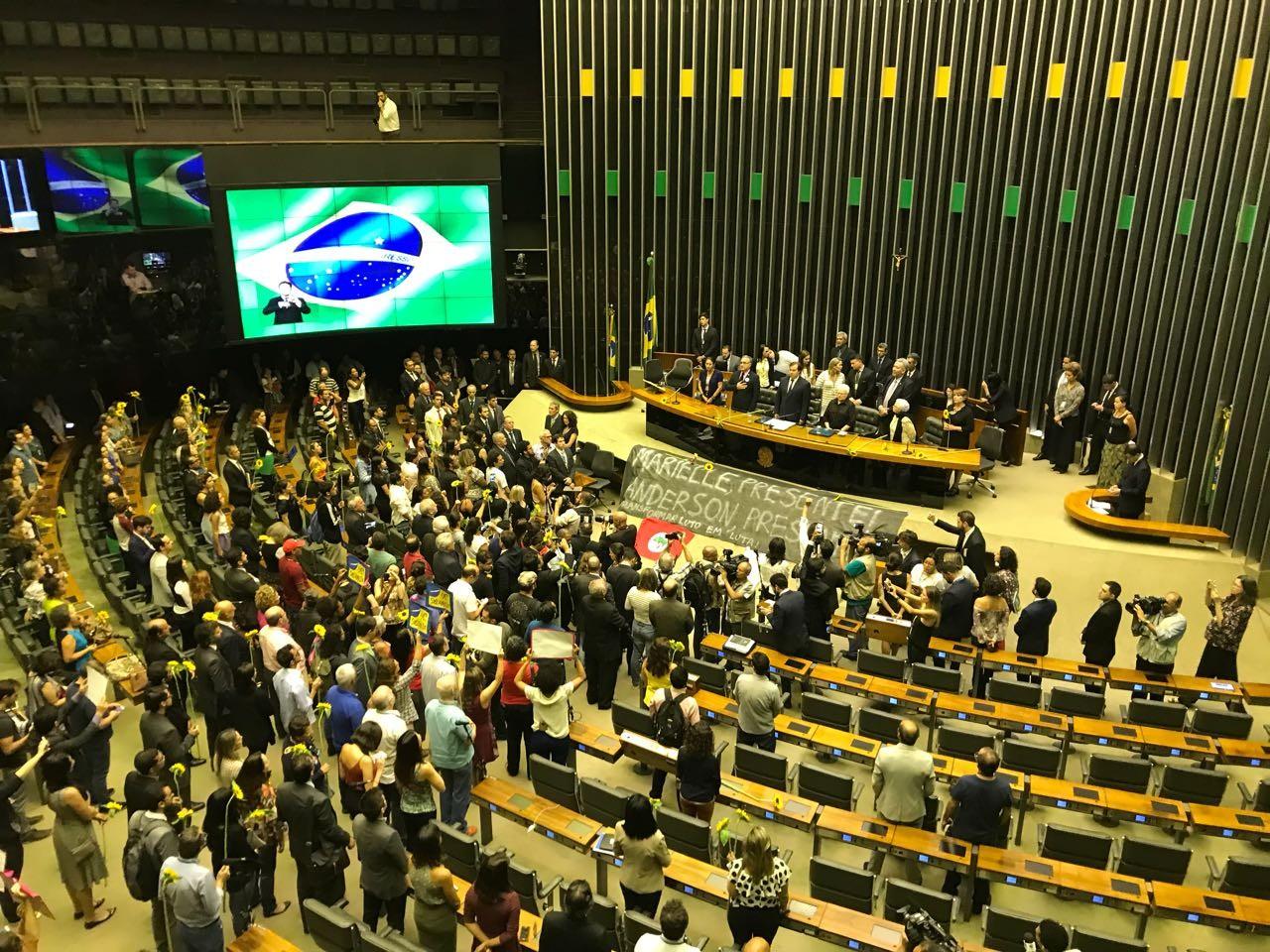 Em ato na Câmara, deputados cobram agilidade na apuração do assassinato de vereadora do PSOL