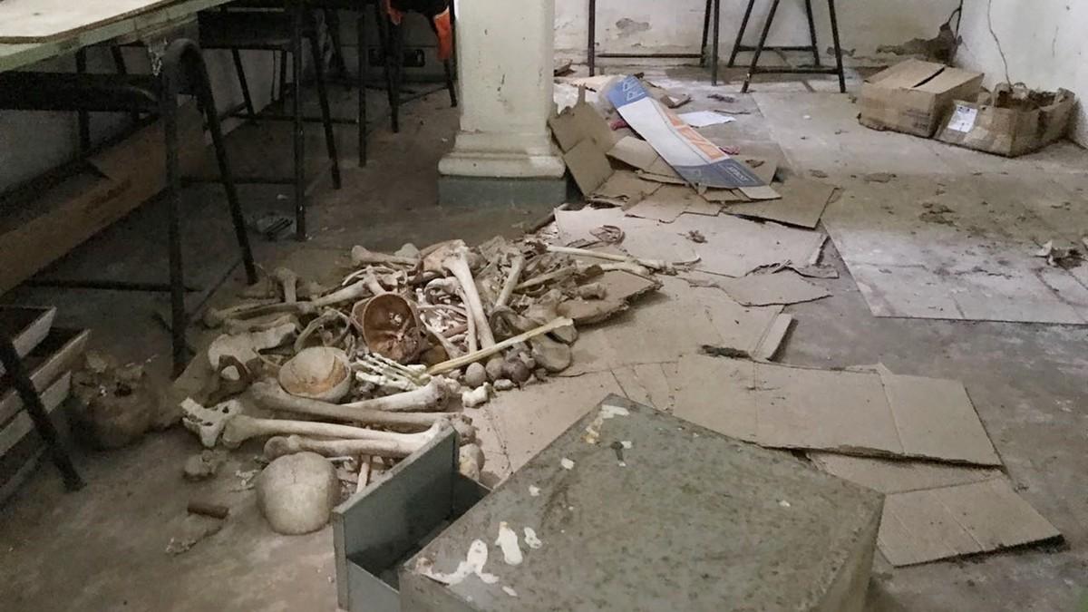 Ossadas são achadas dentro de sala em escola de João Pessoa
