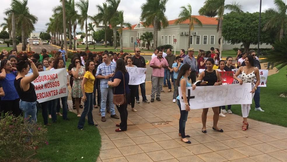 Manifestantes cobram mais segurança (Foto: Márcio Falcão/ TVCA)