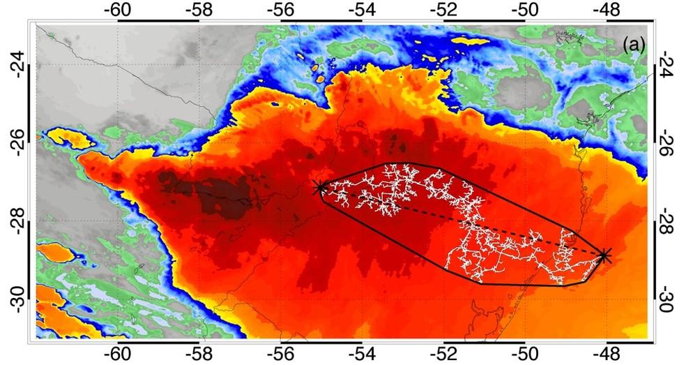 Imagem de satélite mostra o maior raio do mundo, em extensão: ele cortou o Sul do Brasil em outubro de 2018, percorrendo uma distância de 709 km — Foto: OMM/ Divulgação