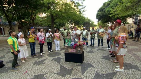Baú do Milton: bambas do carnaval mostram suas relíquias da Sapucaí