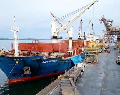 AEB prevê queda do saldo comercial em 2022 com recuo das cotações de commodities