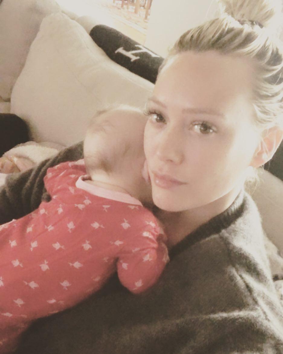 Hilary Duff com o filho de dois meses (Foto: Reprodução Instagram)