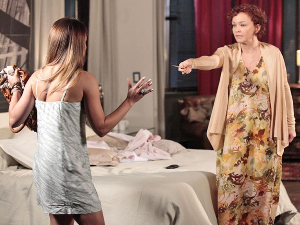 """Esther ameaça matar Beatriz para ficar com Vitória em """"Fina Estampa' — Foto: Globo"""