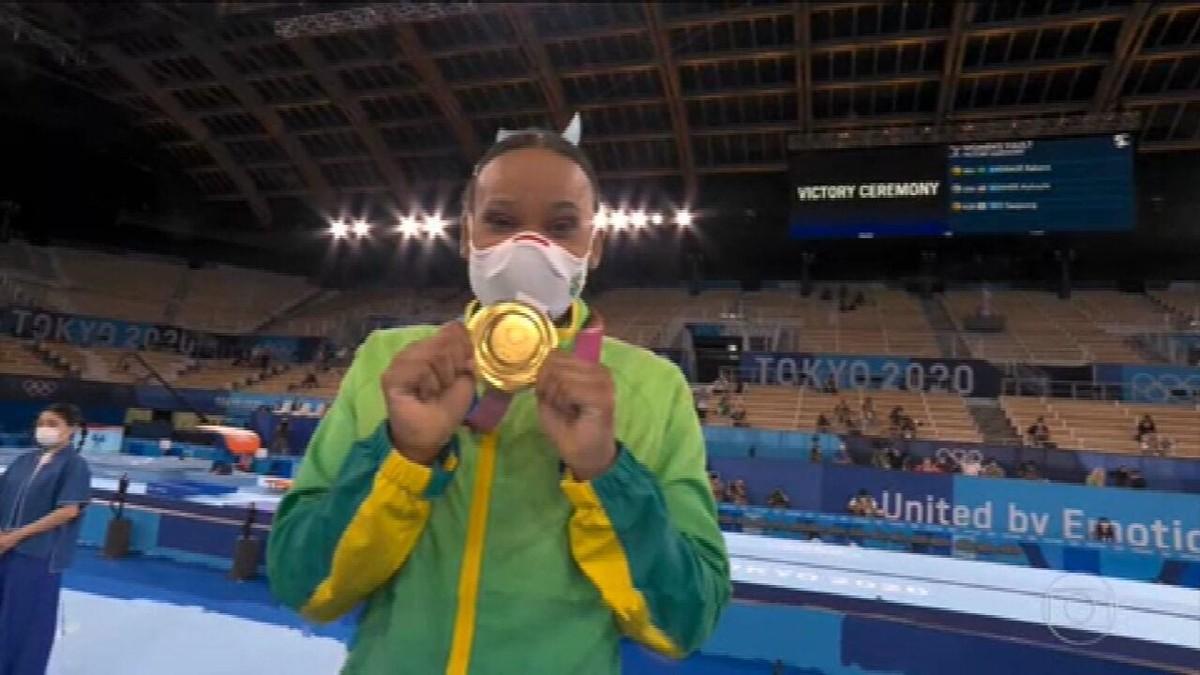 Após ouro, Rebeca Andrade pede música no Fantástico e diz: 'Hoje eu estava muito feliz'