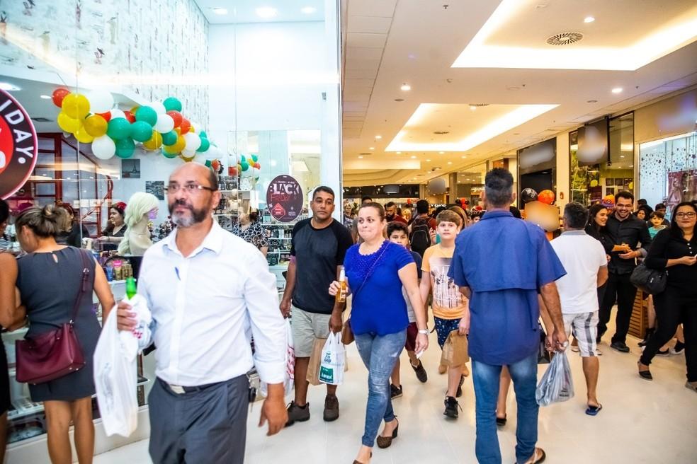 Lojas, praças de alimentação e áreas de lazer de shoppings funcionarão em horário diferenciado durante feriado. — Foto: Divulgação