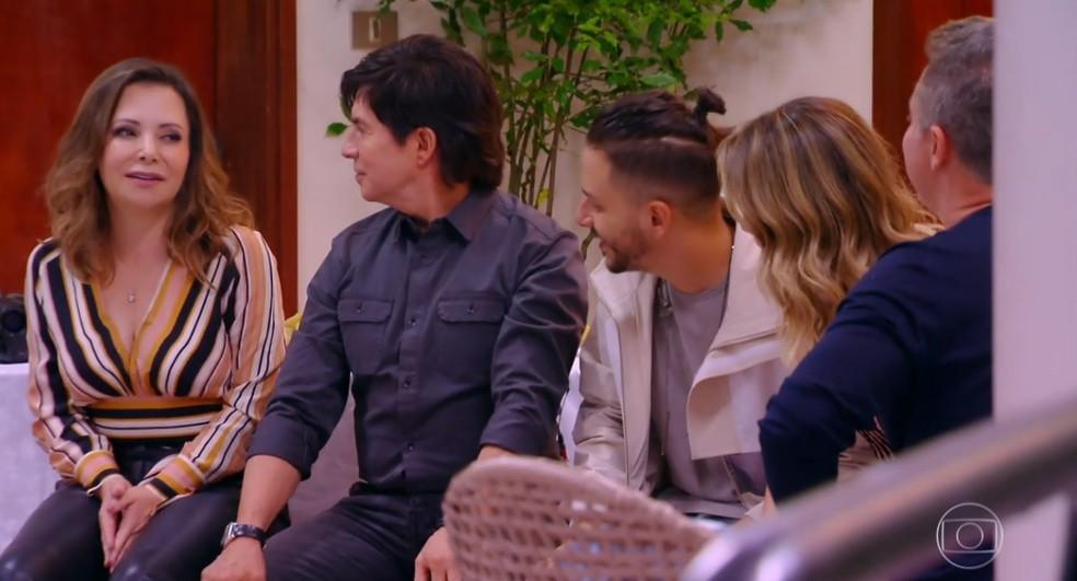 Noely e Xororó também entraram na 'casa' e contaram histórias da família, como quando os dois se conheceram — Foto: TV Globo