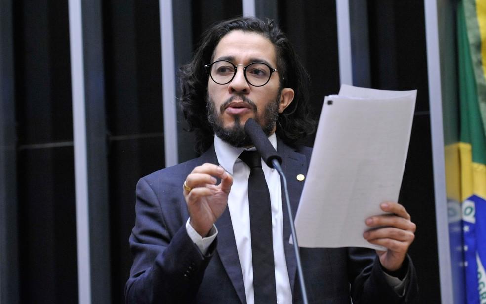 O deputado Jean Wyllys, em imagem feita no plenário da Câmara — Foto: Luis Macedo/Câmara dos Deputados