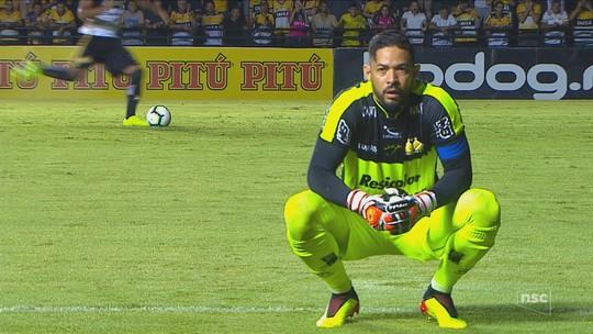 Do teste no PSV ao gol salvador no Majestoso: Reinaldo ganha status de herói e se declara ao Criciúma