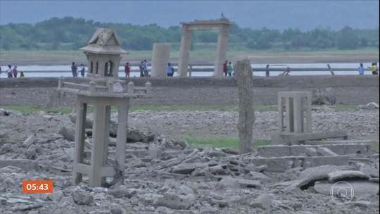 Templo submerso na Tailândia ressurge por causa da seca em represa