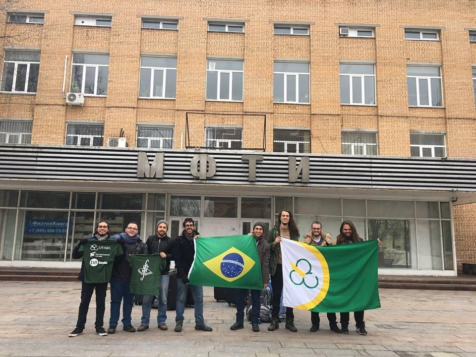 Equipe de estudantes da UFABC (Foto: Reprodução/ Facebook)