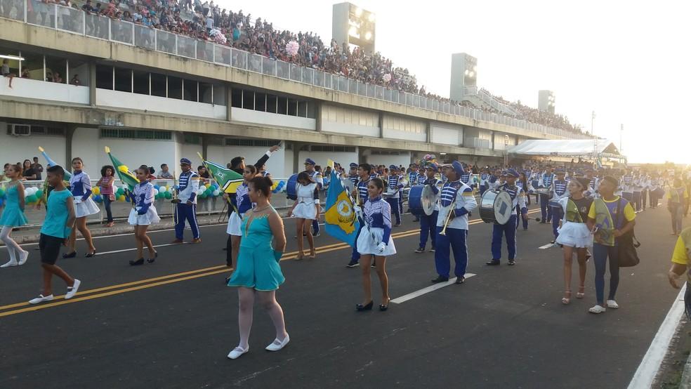 Bandas Marciais das escolas deram um show à parte — Foto: Rita Torrinha/G1