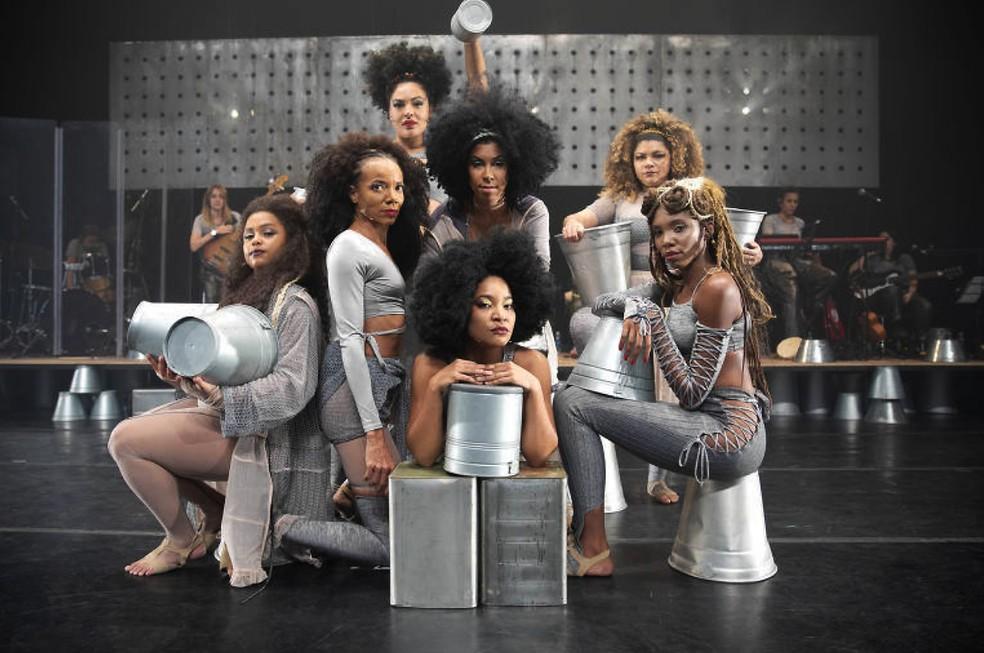Sete atrizes vivem Elza Soares no musical de teatro (Foto: Divulgação / Leo Aversa)