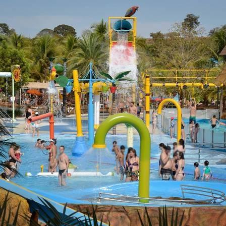 Uma das piscinas do parque Thermas dos Laranjais
