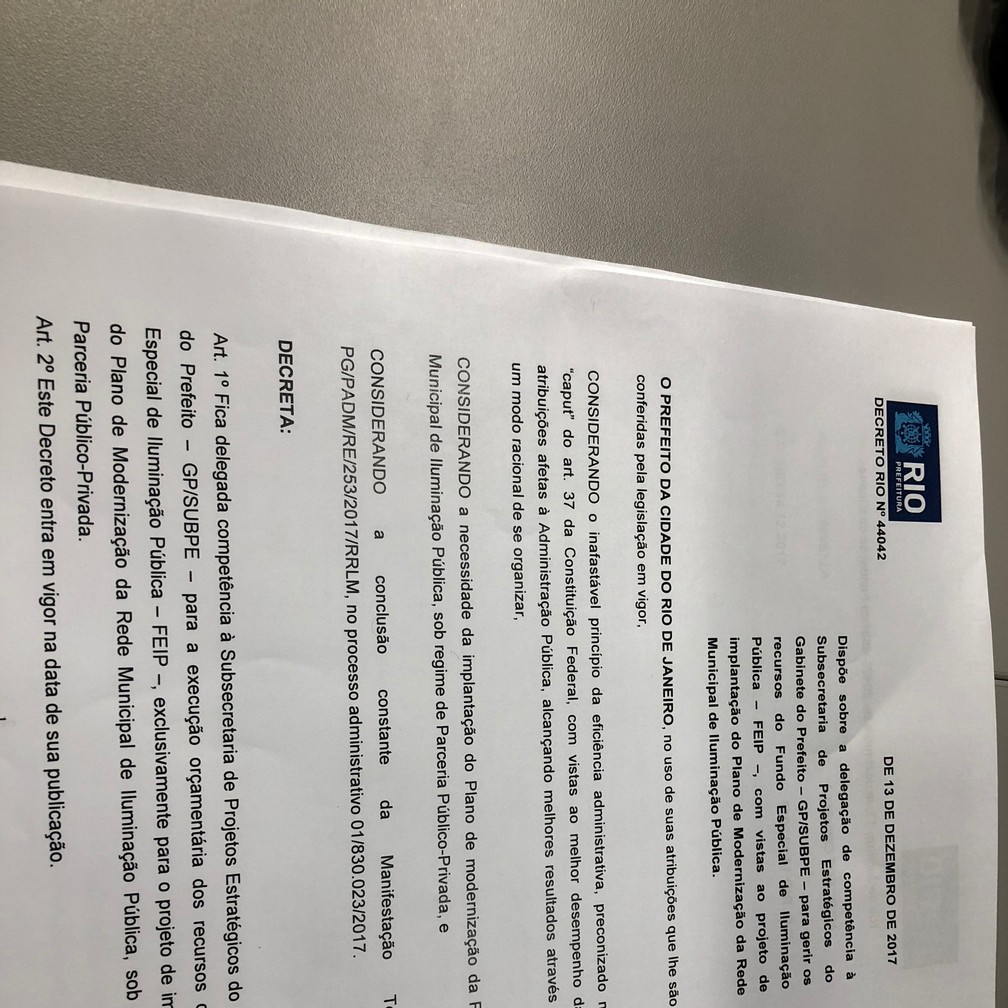 Decreto que transfere a gestão do Fundo Especial de Iluminação Pública da Seconserva para o gabinete do prefeito (Foto: Reprodução)