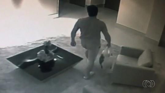 Vídeo mostra mulher e namorado, suspeito de matá-la, horas antes de o corpo ser achado em apartamento