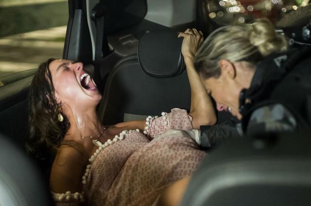 Cena do parto de Ritinha (Isis Valverde) (Foto: TV Globo)