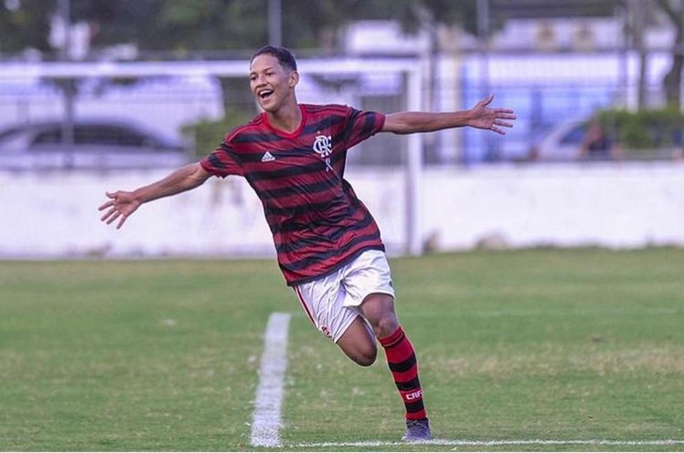 Flamengo renova contrato com Samuel, do sub-20, com multa de 50 milhões de euros